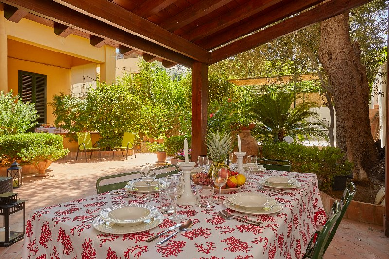 Casa Mare Blu in front of the sea of Mondello, vacation rental in Mondello