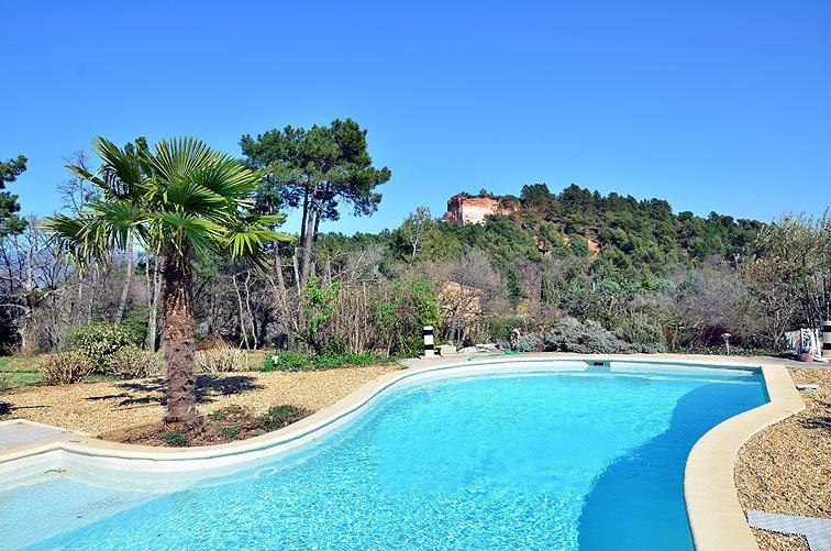 A Roussillon, belle villa, spacieuse et de standing avec piscine-4 clés vacances, holiday rental in Roussillon