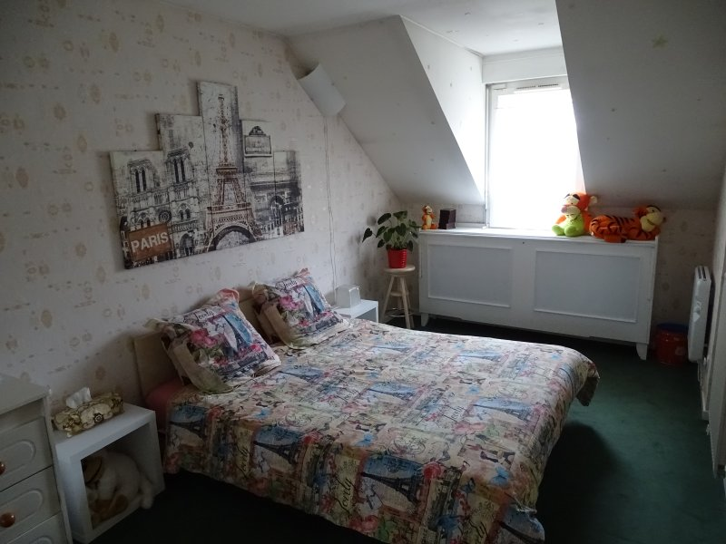 beige room, double bed version