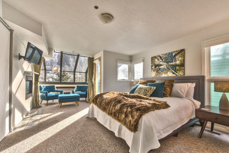 Master Bedroom - Level 3 - with King Bed, 32' Smart TV, Gas Fireplace, Sitting Area, Private Bath and Balcony