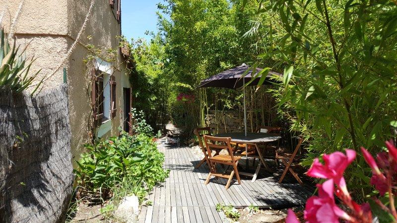 1 avis et 56 photos pour Appartement 40m², grand jardin, 200m de la ...