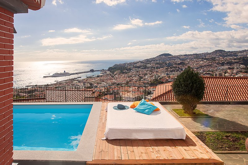 Wonderful view over Funchal!, vacation rental in Funchal