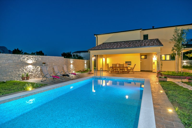 Villa Cotabella with 32m2 private pool, summer kitchen, 3 bedrooms, playroom....