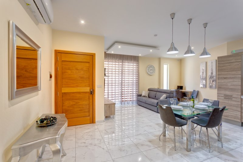 Fabulous Seaside House in Qawra (ENHANCED CLEANING PROTOCOL), holiday rental in Qawra