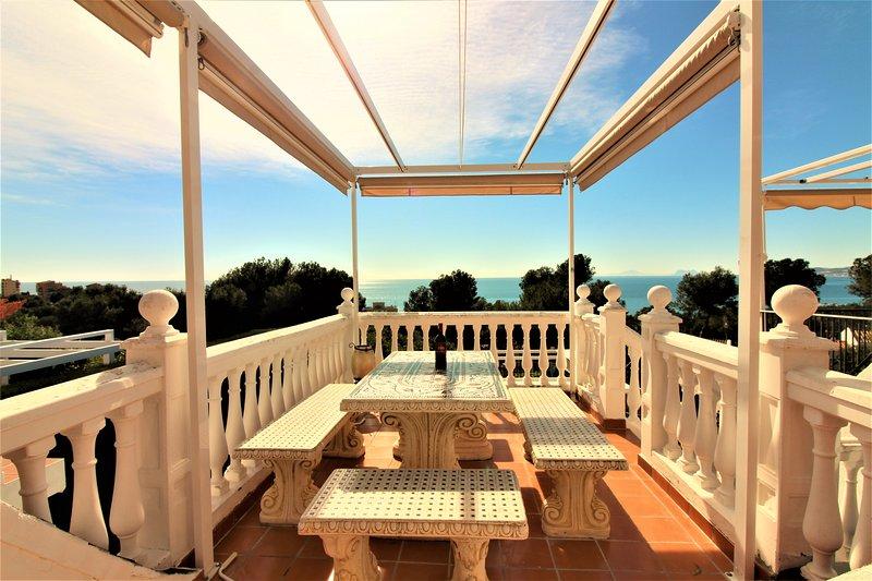 Los Naranjos Magnifique maison ( Marbella et Gilbraltar avec vues panoramiques ), vacation rental in Estepona
