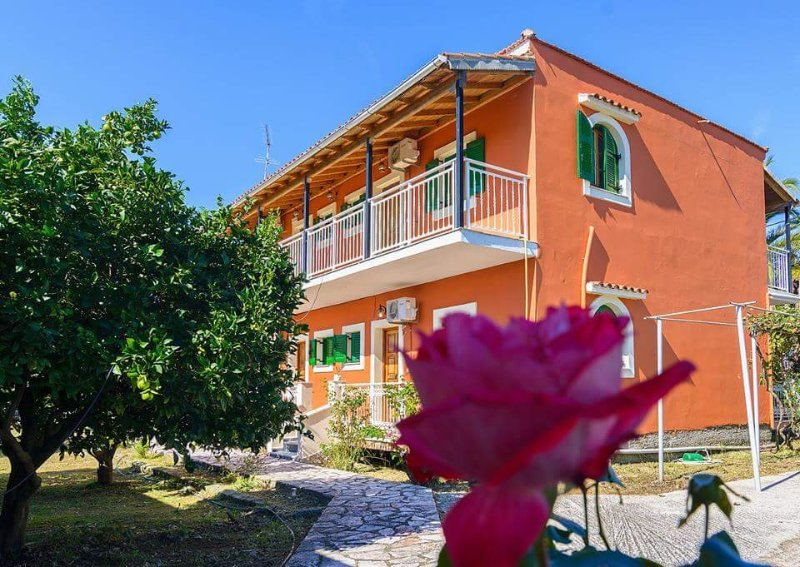Nikos Apartment Sidari  No3, 50m from the beach, location de vacances à Velonades