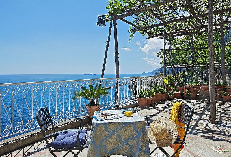 Positano Villa Sleeps 2 with Air Con and WiFi - 5228683, holiday rental in Montepertuso