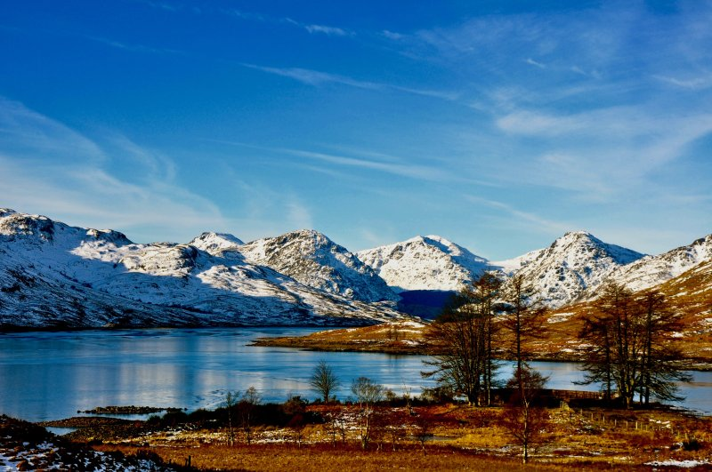 Arrochar Alpes do Lago Arklet no Inverno