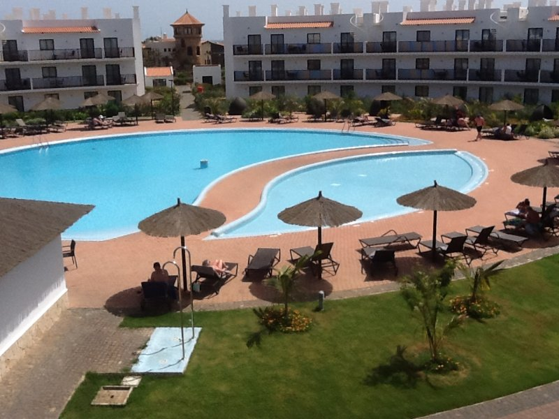 Superior 1 Bed apartment with balcony facing the pool, Ferienwohnung in Murdeira