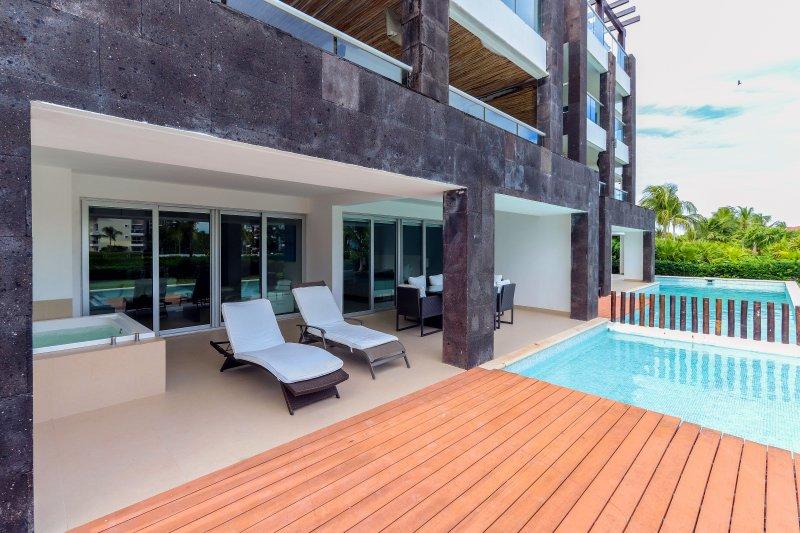 Votre terrasse privée avec piscine personnelle et vue sur l'océan