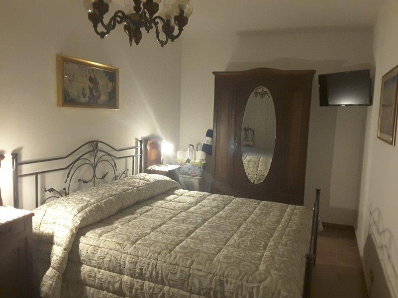 Casa Fermina, nel verde del monte Genzana ma a 3 km da Sulmona, casa vacanza a Scanno