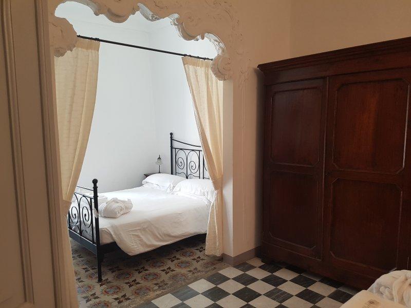 Ca di Ni Residence - Quadrilocale, holiday rental in Finalborgo