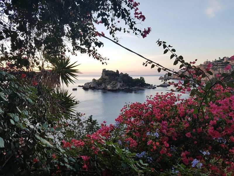 Taormina Isola Bella. Fab apartment in top location..., holiday rental in Taormina