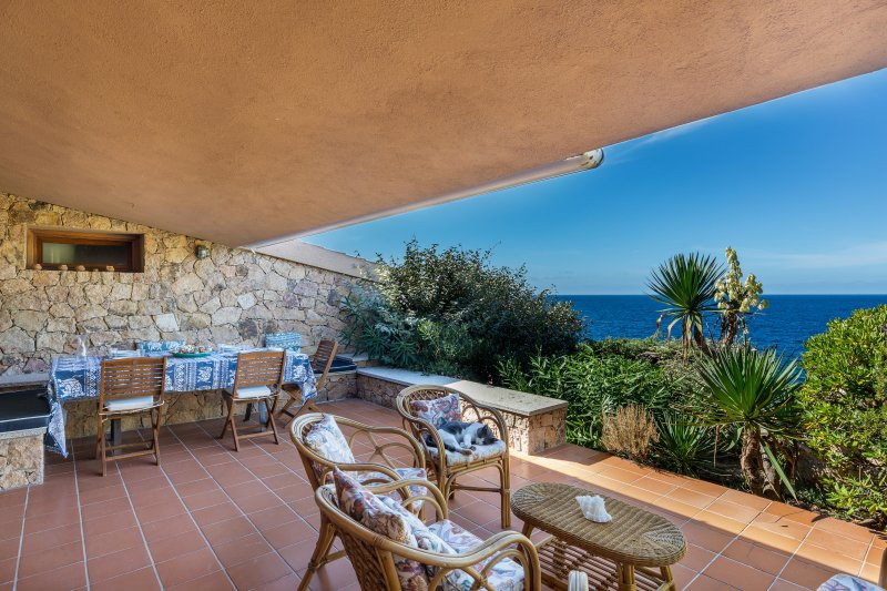 House Granito with a wonderfull sea view and 150 mt. far from the sea, location de vacances à Costa Paradiso