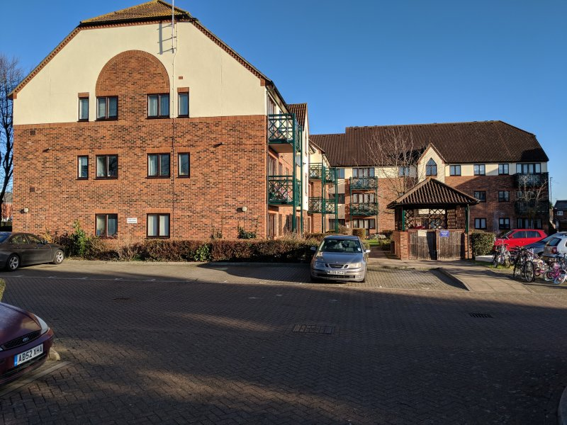 Clean, Morden Apartment with FREE Parking, holiday rental in Slough