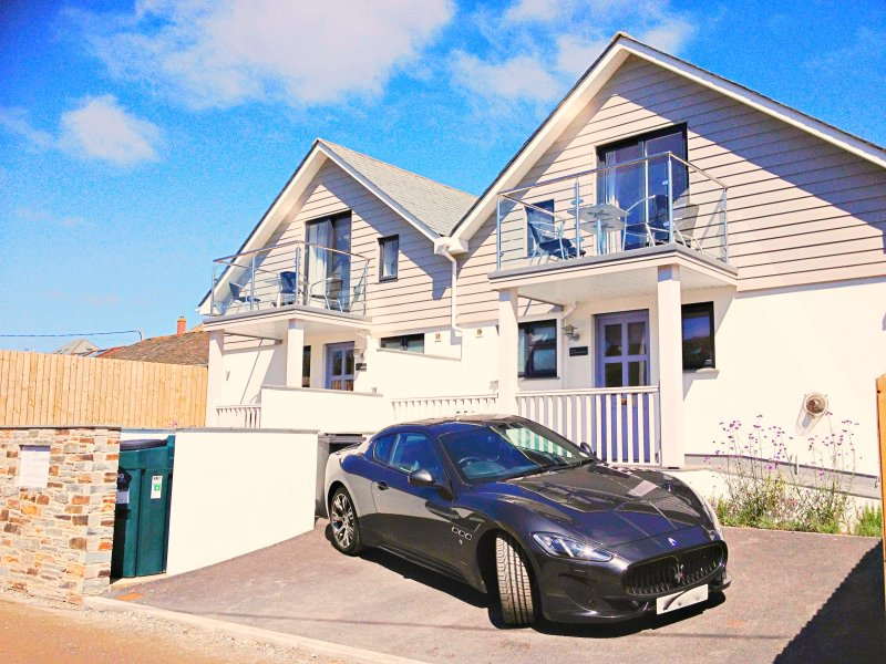 2 The Navigators - Luxury contemporary beach villa 100 meters from the beach, holiday rental in Trebetherick