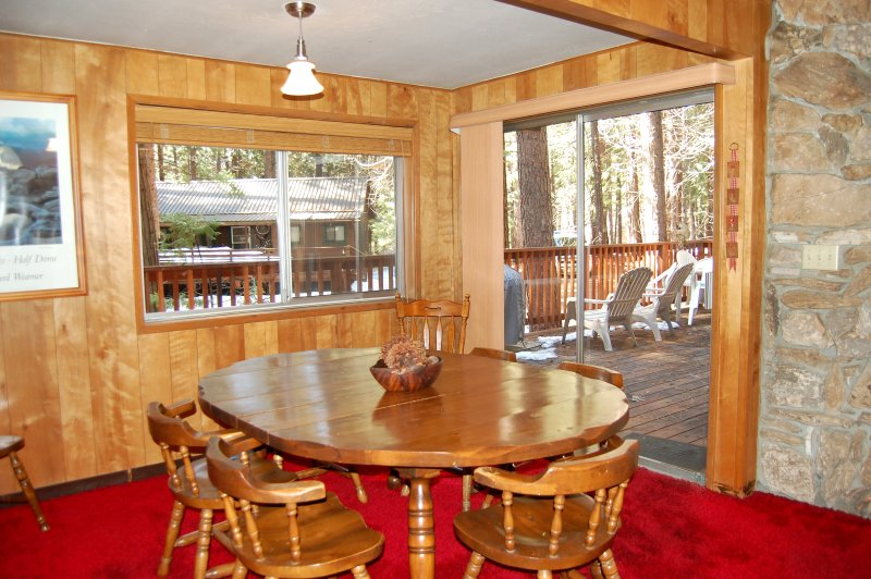 Dining area, seating for 6
