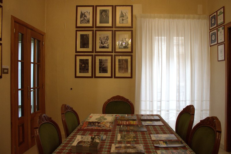 Reception hall with free tourist information and photo exhibithion