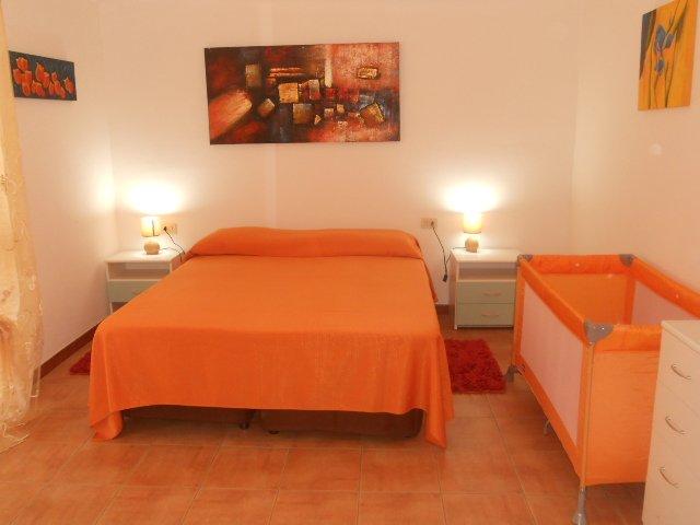 A 100 metri dal mare confortevole appartamento, vacation rental in La Caletta
