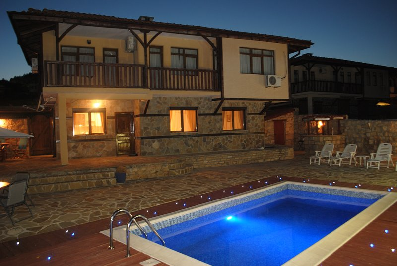 Executive 3 Bedroom Villa in Charming Village of Rogachevo, location de vacances à Rogachevo