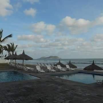 Hermosa Casa de Playa. Seis uno nueve tres seis uno tres ocho cinco tres. US, alquiler de vacaciones en Mazatlán