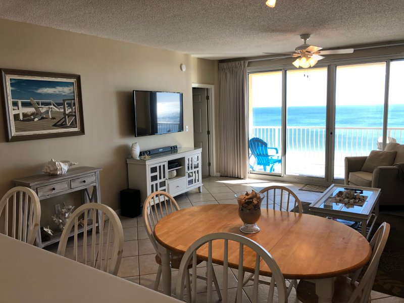 Emerald Key 602   Come Enjoy a Sensational 3/2 Condo Directly on the Beach, location de vacances à Orange Beach