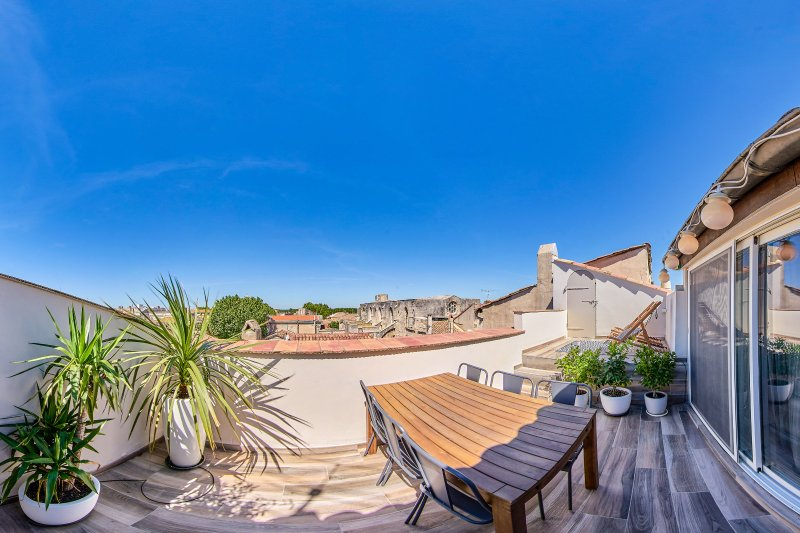 Penthouse with Breathtaking View Terrace, vacation rental in Arles