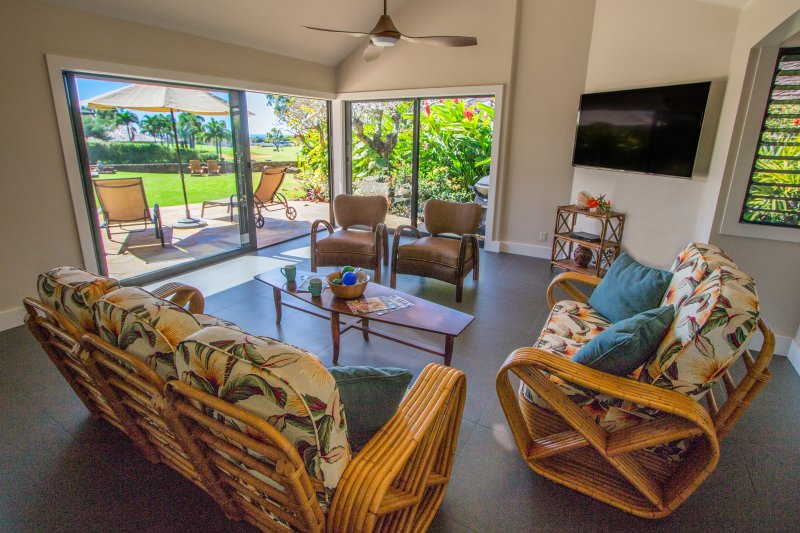 """""""Hawaii quarto"""" com 65"""" 4K TV. Assista sua TV favoritos ao comer ou cozinhar! Oceano agradável Views!"""