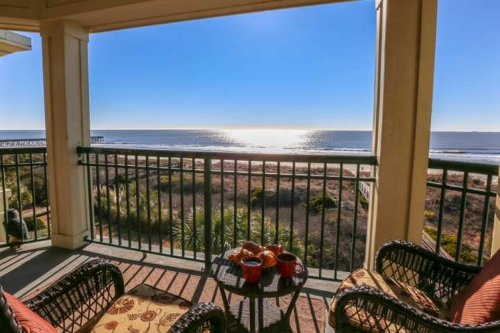 Retreat to this Oceanfront, 3rd Fl Penthouse-Level Luxury Condo w/ Beach Access, holiday rental in Isle of Palms