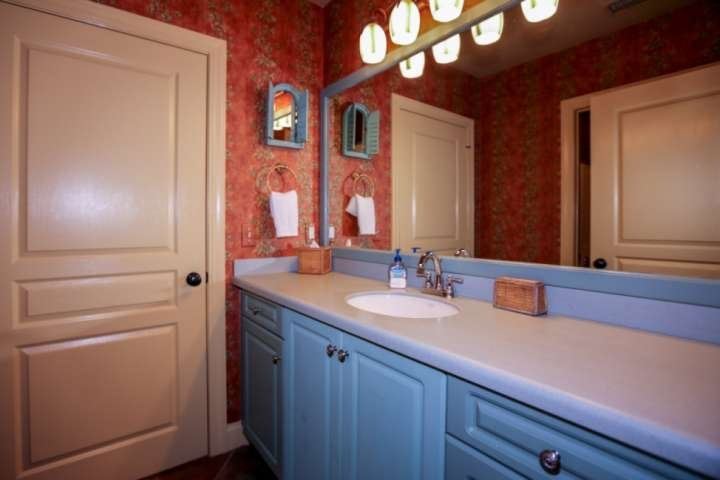 This 'jack & jill' bathroom is shared by two of the condo's guest bedrooms.