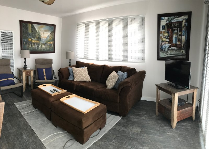 Ocean Front 2BD/1BA upstairs, holiday rental in San Diego