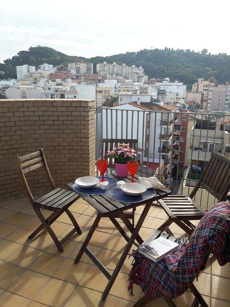 Relajate en nuestra terraza solarium comunitaria tomando el sol y tu bebida favorita