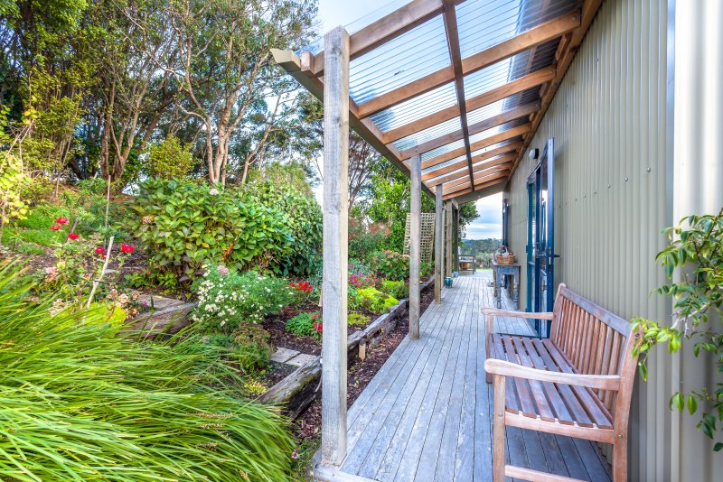 Cottage garden deck with seat for contemplation