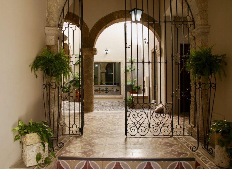 The Carlota. Historical Downtown Luxury, location de vacances à San Patricio