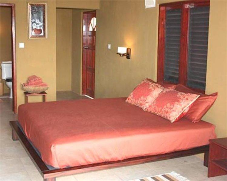 Sweet Retreat Hotel Apartment - Brown Room - Bequia