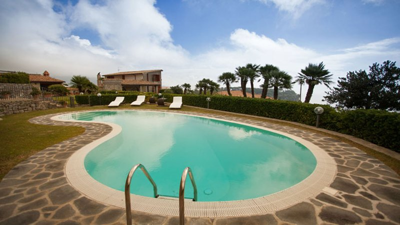 02 Villa la Scala pool area