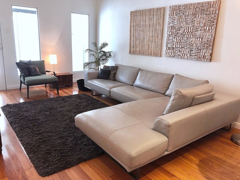 3 bedrooms 2 bathrooms on the border of 2 trendy suburbs, holiday rental in Sydney