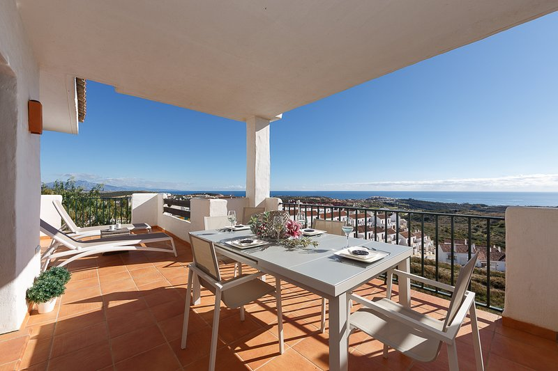 Stunning Apartment With Sea Views Close To Finca Cortesin, location de vacances à Jimena de la Frontera