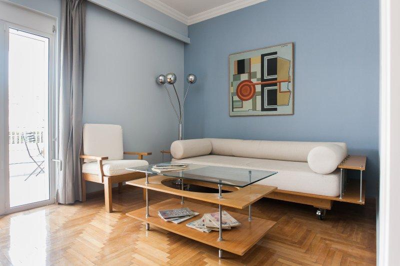 Mid-century decor, spacious, sunny lounge