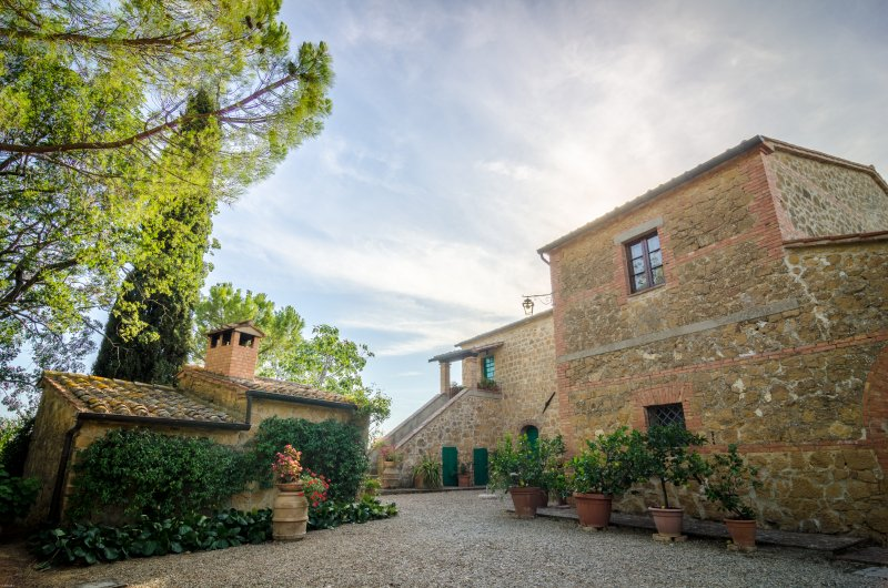 Private cottage enveloped by olive groves in the Val d'Orcia area near Pienza!, vakantiewoning in Pienza