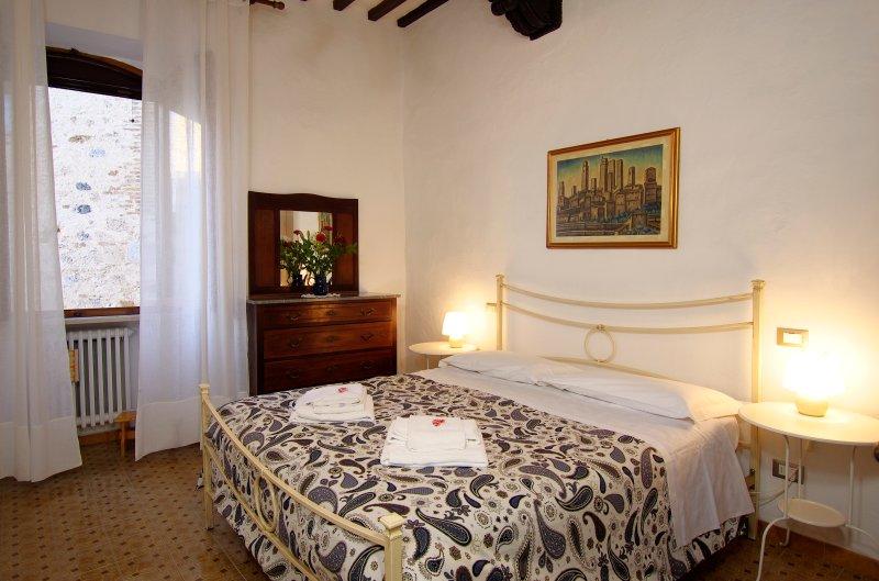 APARTMENT IL BORGO ANTICO: DOUBLE BEDROOM  with linen provided