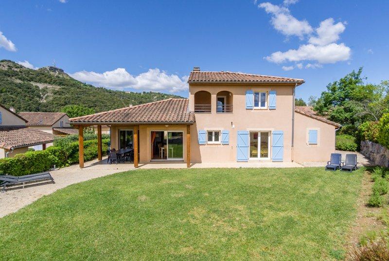 Villa du Soleil voor 10 personen, Ferienwohnung in Vallon-Pont-d'Arc