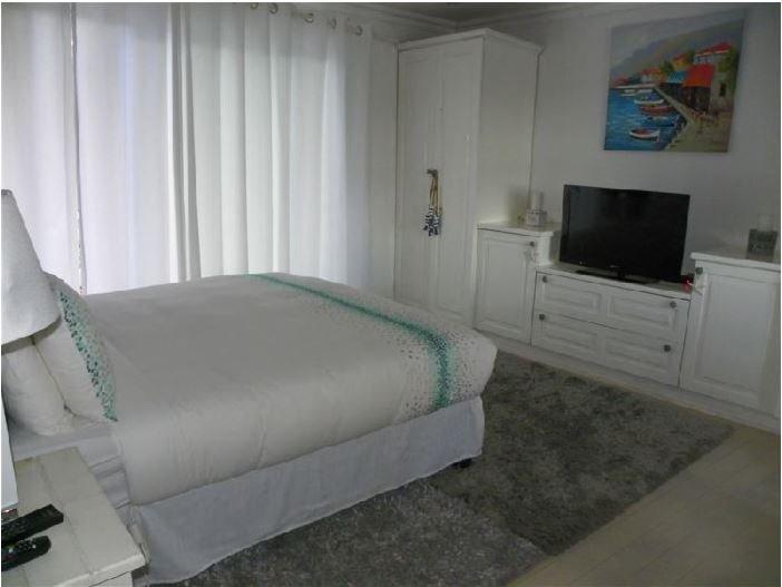 Blue's Guest House: Room 3, location de vacances à Gonubie