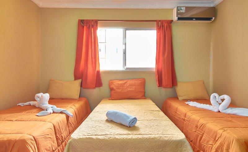 Tropical Island Apartahotel, holiday rental in Santo Domingo Este