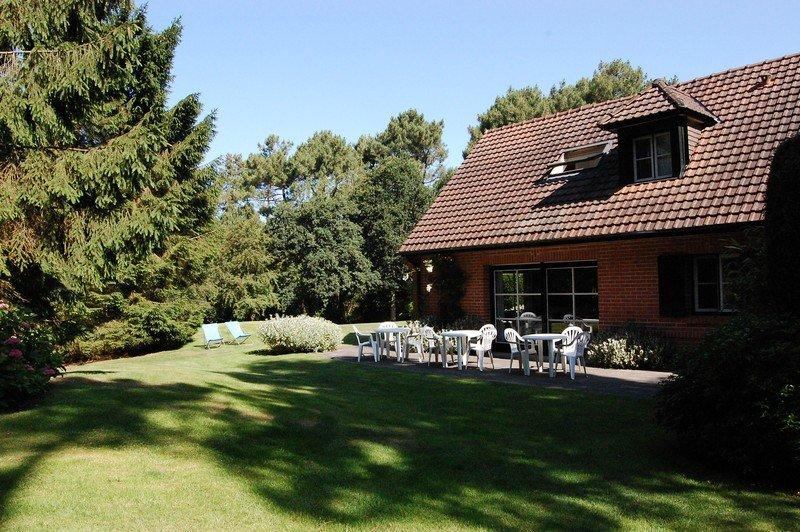 Maison trés confortable située le long du golf.Jardin, terrasse plein sud.Calme., vacation rental in Stella-Plage