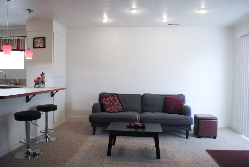 Living room with recessive,dim-able lighting