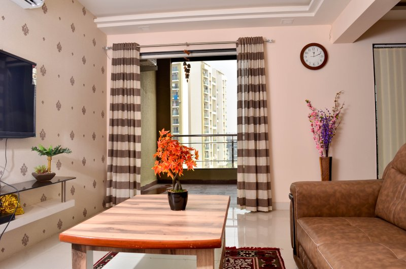 Smart Functional newly designed 2 Bed flat Baner, holiday rental in Vagholi