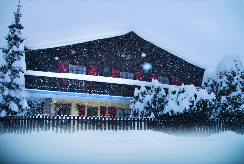 Chalet Christy - Next to ski lifts - Catered in winter /Self catered in summer, holiday rental in Nendaz