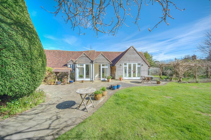 Country cottage in Fittleworth, location de vacances à Wisborough Green