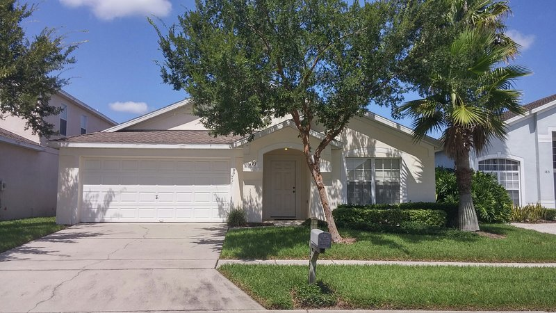 Hampton Lakes 4 Bed 3 Bath private Pool Home, holiday rental in Four Corners